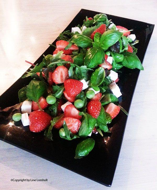 Sommerlig salat med jordbær og fetaost