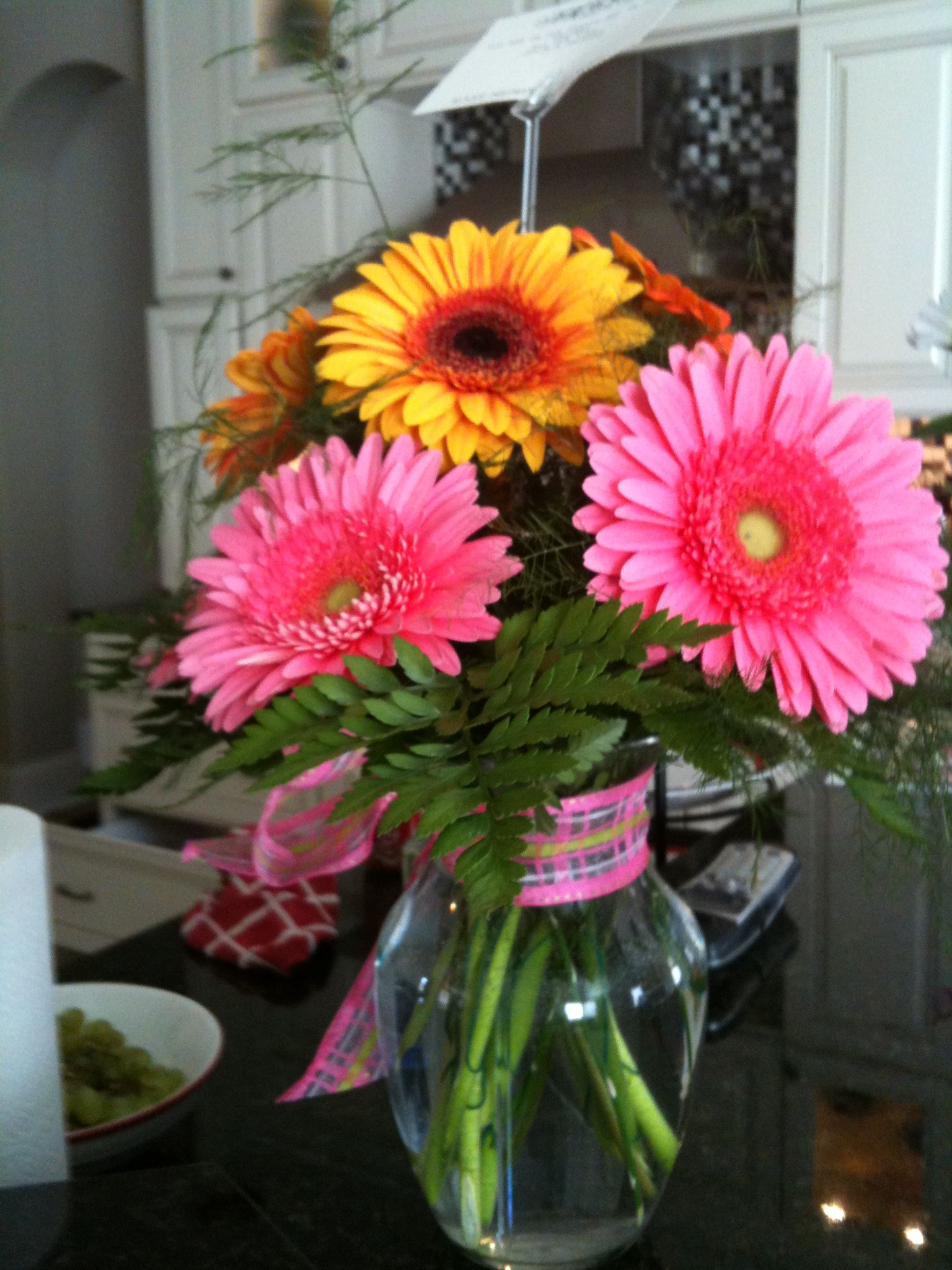 Gerber daisies small arrangements pinterest gerber daisies flower arrangements gerber daisies izmirmasajfo
