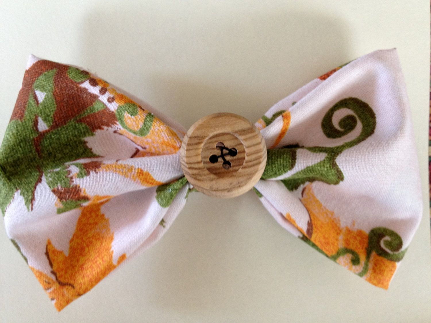 Medium Pattern button bow w/ clip by aUniqueFit on Etsy, $4.00
