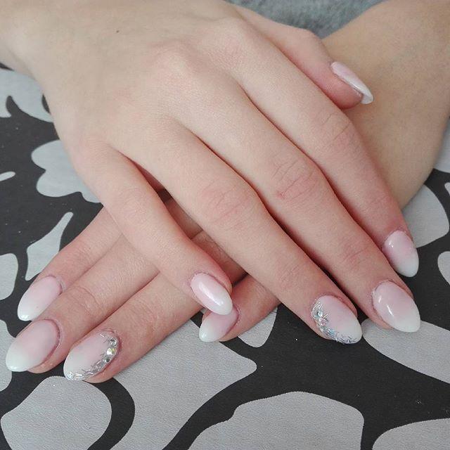 Baby boomer z cyrkoniami i brokatem #nails #nailstagram # ...