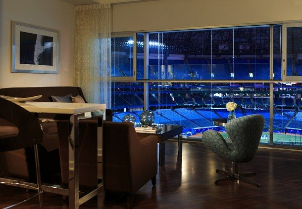 Renaissance Toronto Downtown Hotel Stadium View King Suite With