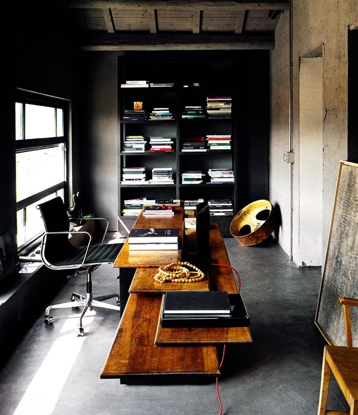 Black office Eames office chair: