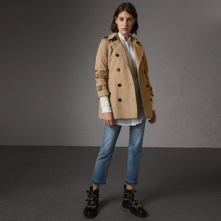 Burberry The Kensington Short Trench Coat Mensfashionedgy Trench Coat Short Trench Coat Trench Coat Outfit