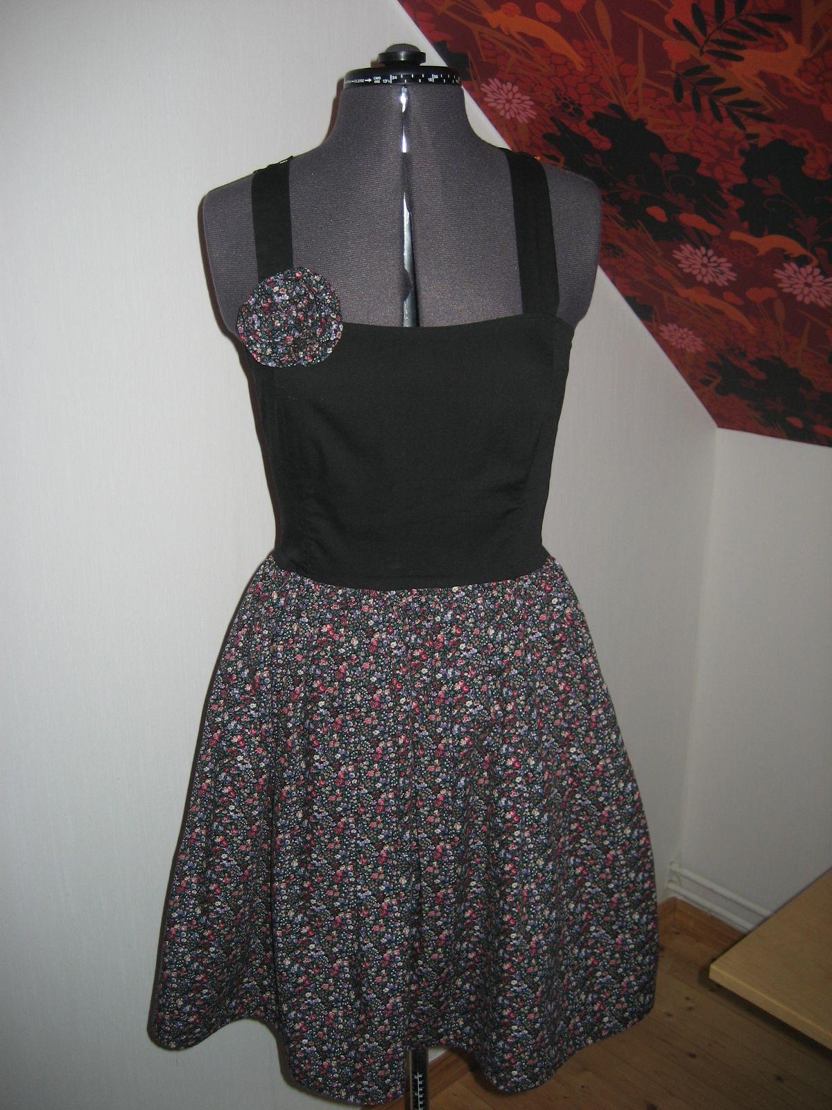 bc4ba450e4a7 sy en klänning steg för steg - Sök på Google | Projekt att testa ...