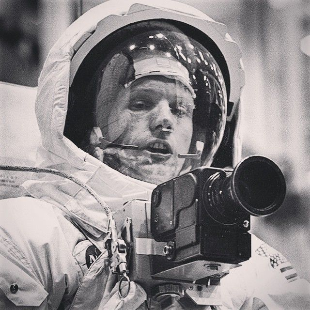 oneliners Neil Armstrong with a Hasselblad | #hasselblad #neilarmstrong #apollo11 #mission #oldcamera #vintagecamera #super8 #8mm #landcamera #filmcamera #cameras #cameraporn #camera #oldie #oldschool #antique #moon #nasa #lunarmodule #1969 #cameraman #astronaut #moonwalk #historic