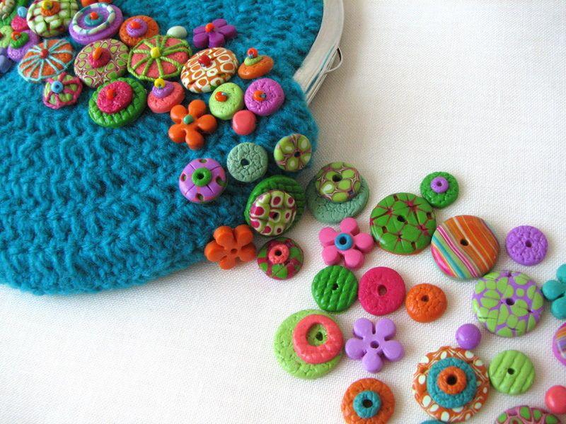 Pequeños bolsos de ganchillo, decorados con arcilla polimérica y fieltro | Flickr - Photo Sharing!