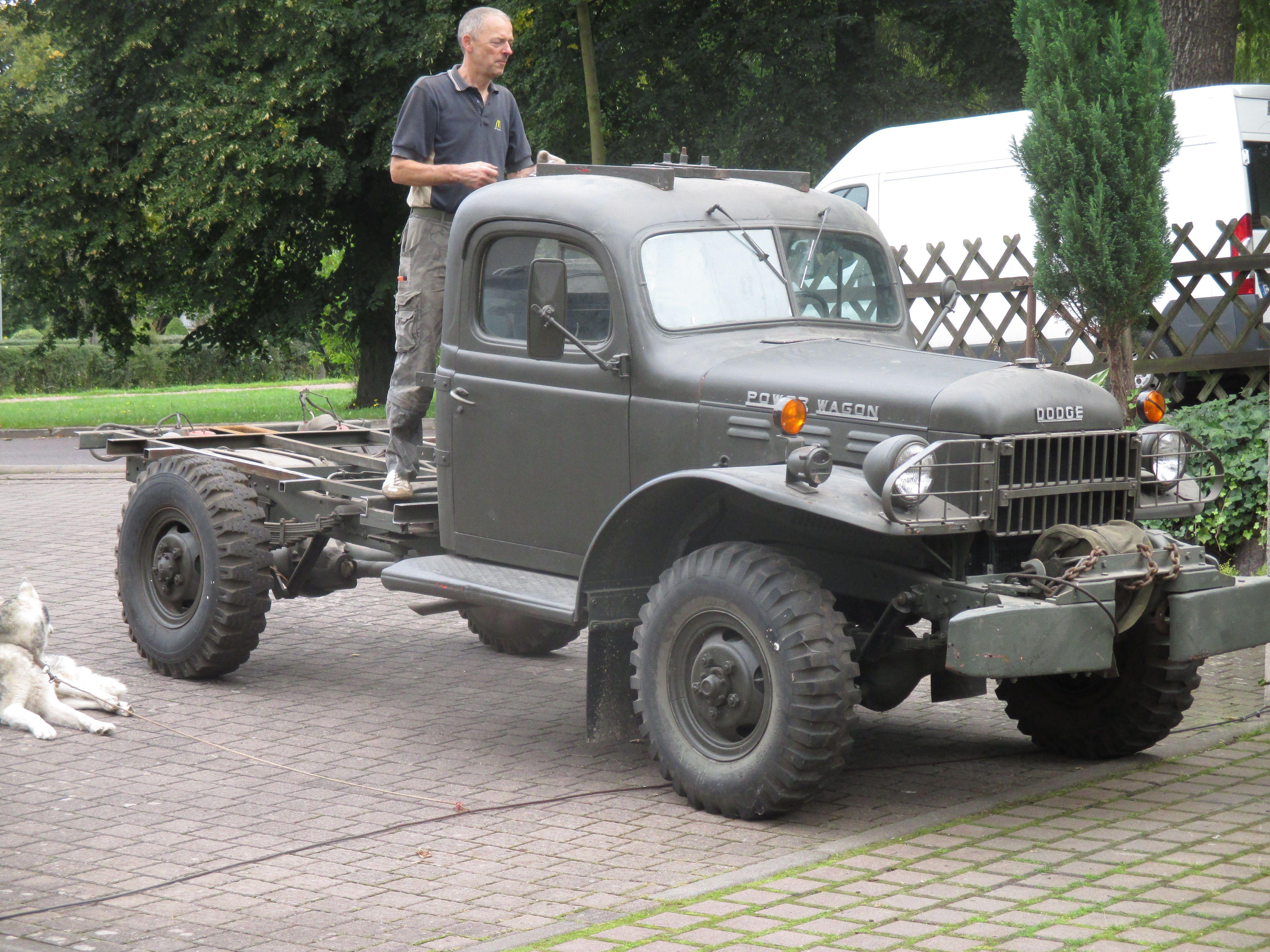 1957 Dodge Power Wagon 4x4. Demontage der alten Kabine ...