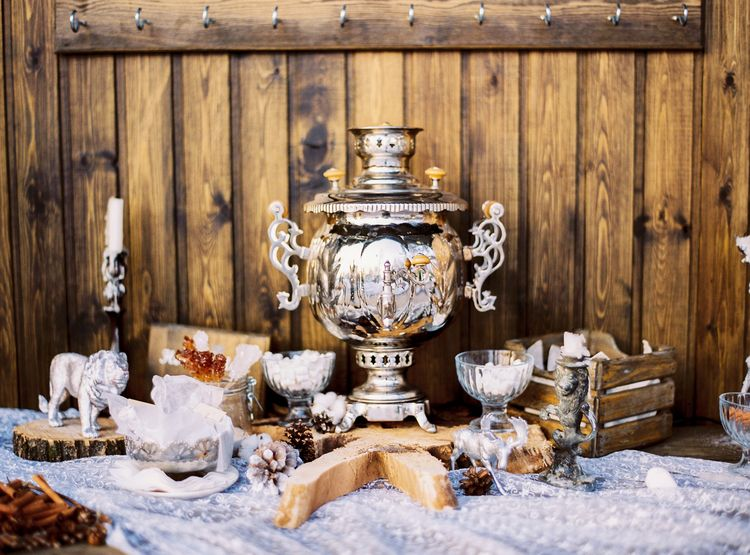 Hot Chocolate Bar & Winter wedding decors for a Magical Narnia wedding theme | Fab mood #winterwedding #wintertale