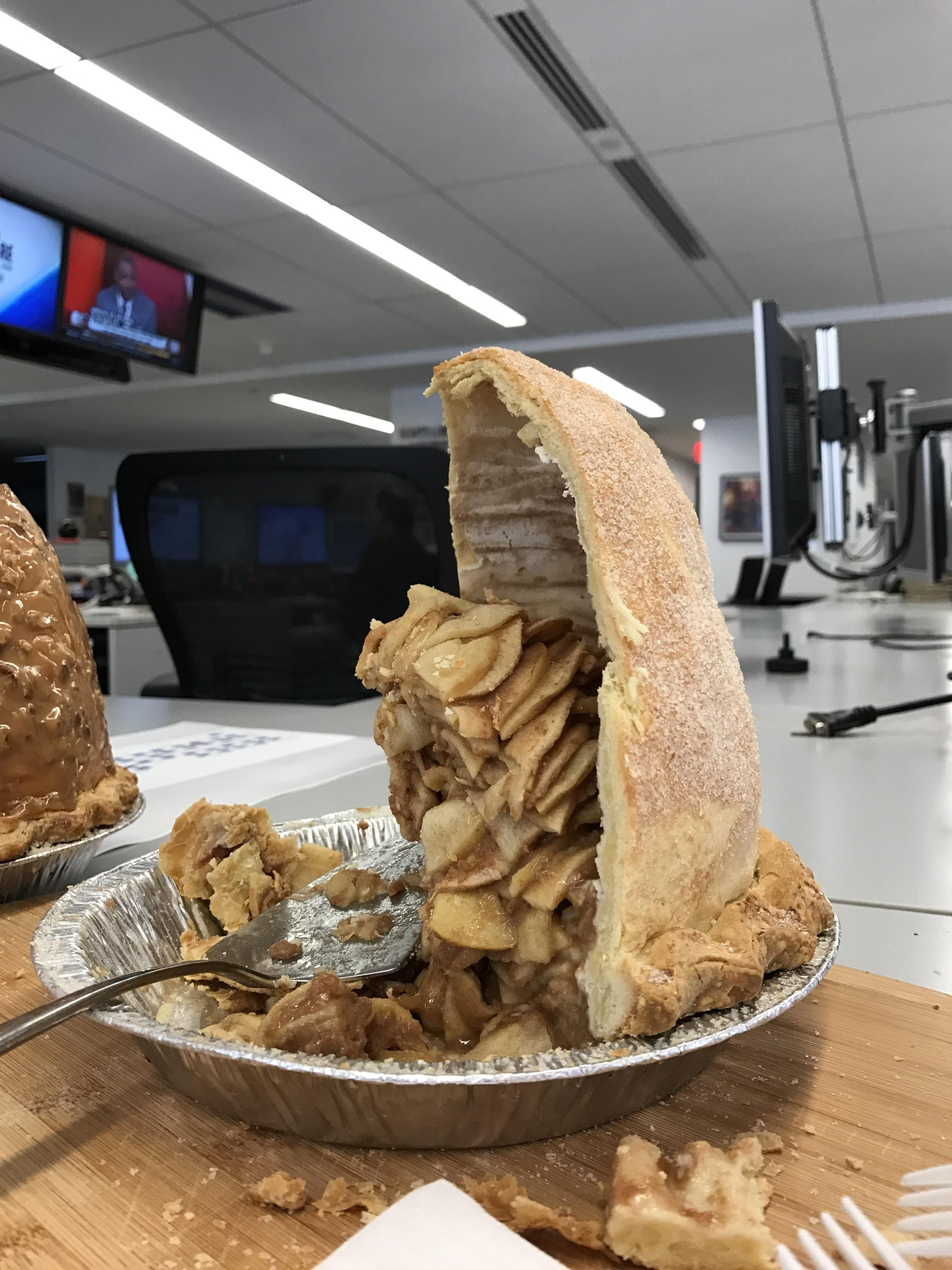 Apple Pie Porn i ate] this huge apple pie #recipes #food #cooking