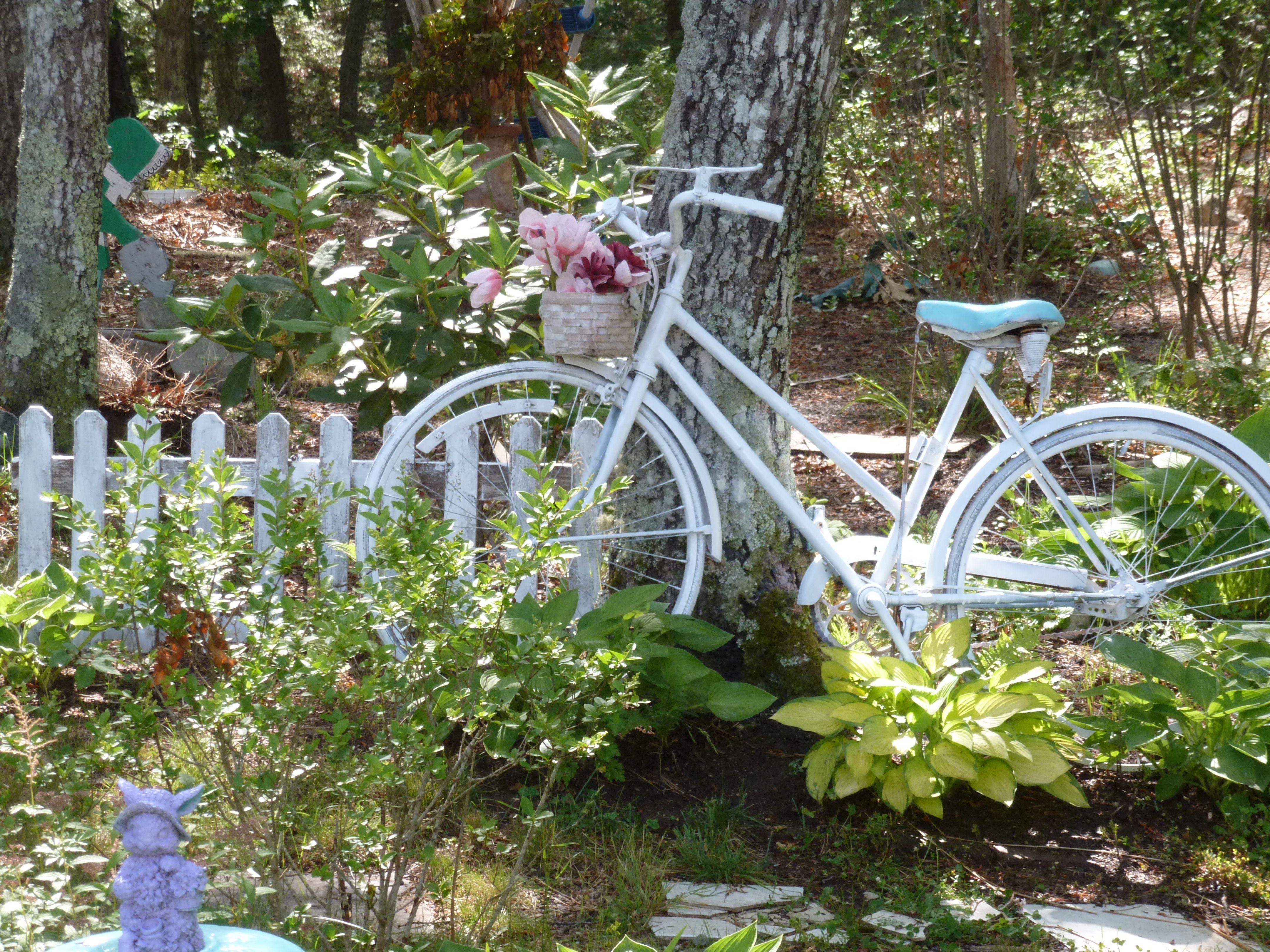 Garden decor bicycle  Shabby Chic bike in the garden  Shabby Vintage Bikes  Pinterest