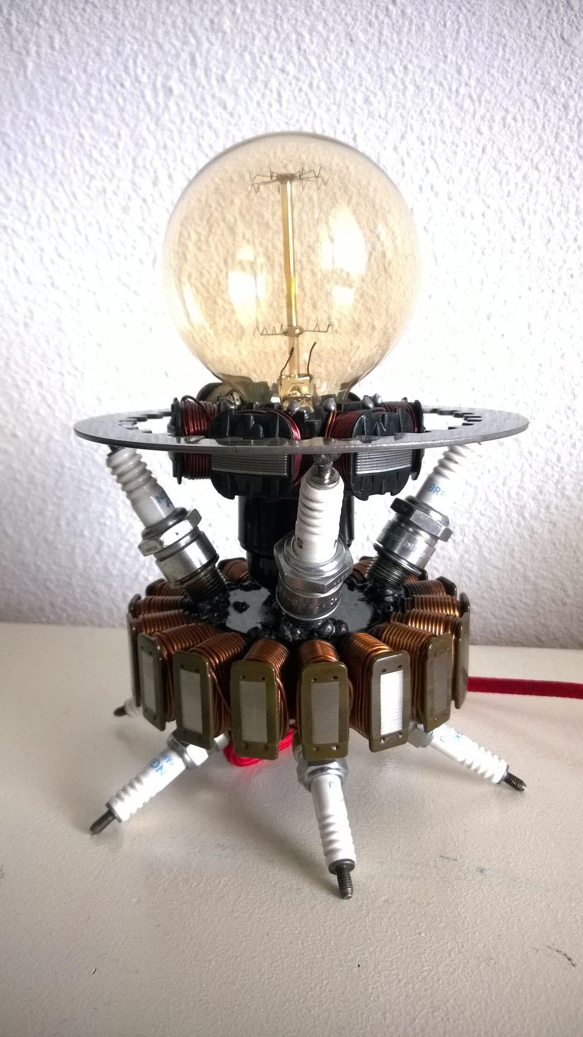 lampe lamp avec des pi ces moto bougies des stators d 39 allumage un disque lisse d. Black Bedroom Furniture Sets. Home Design Ideas