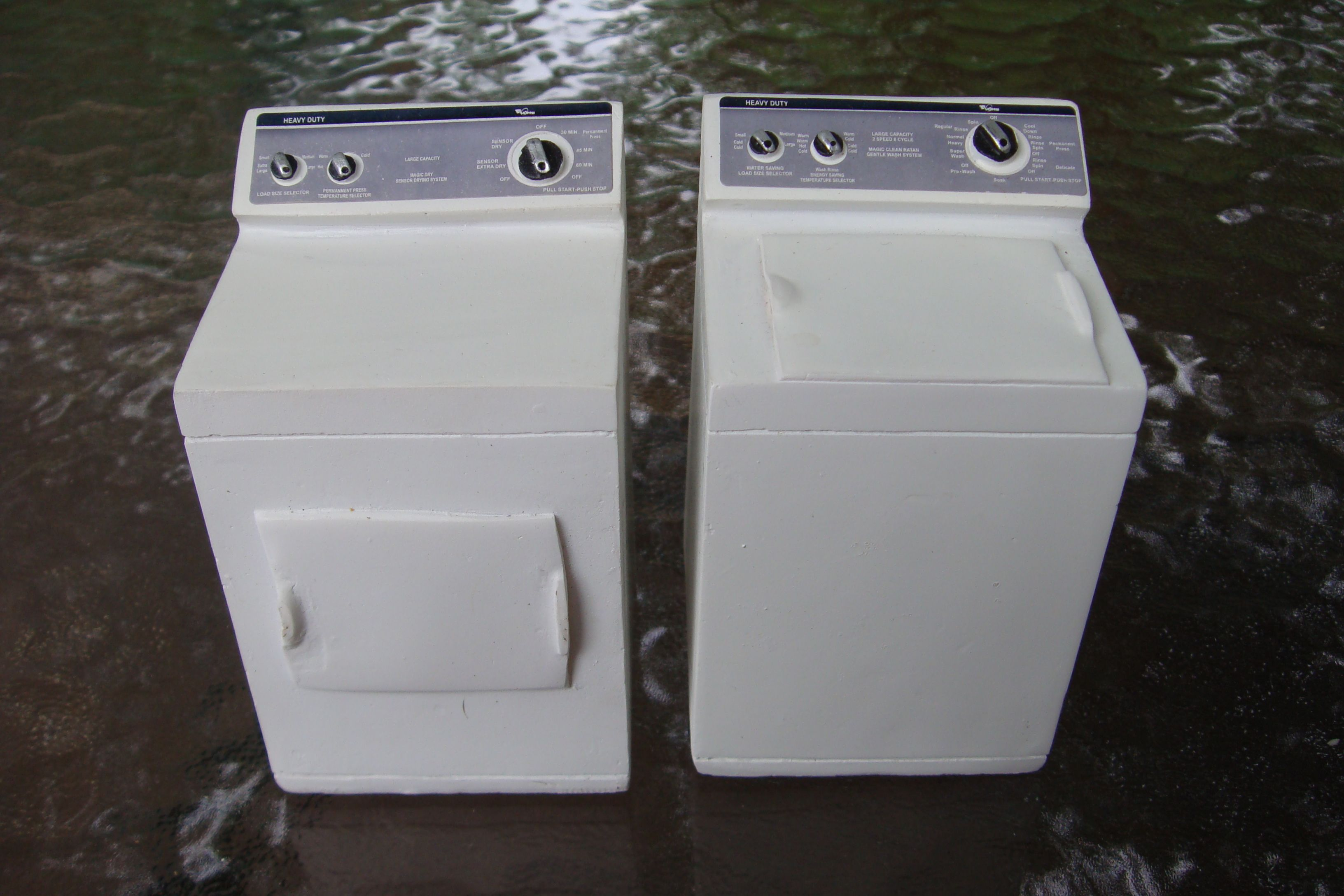 Modern Washer & Dryer in Resin