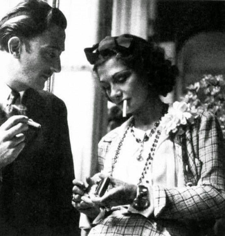Salvador Dalí junto a la diseñadora de modas Coco Chanel