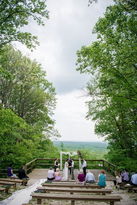 Real Weddings Amy And Cameron S 4 500 Wedding In Brown County State Park Nature Center Amphitheater
