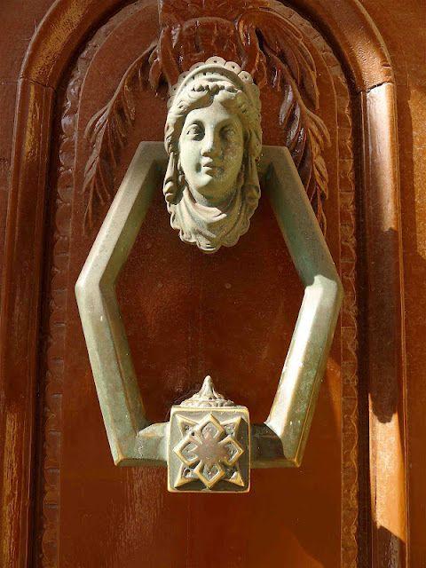 DoorKnocker  jeffreygardens.blogspot.com
