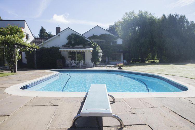 Le prix du0027une piscine enterrée  budget, tarifs et couts Landscaping