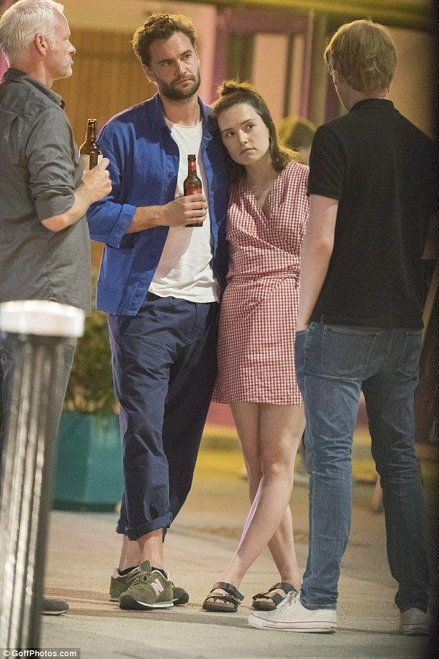 Daisy Ridley And Tom Bateman Pack On The Pda During Cinema Date Daisy Ridley Daisy Ridley Star Wars Daisy Ridley Boyfriend