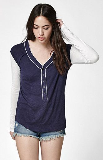 Online Only! Element upgrades a classic look with the Casey Colorblocked Henley Top. This Henley top features a contrast knit long sleeve design with a button-down top and soft cotton blend. Cozy and laid-back, style this top with our new denim shorts or jeans.   Henley top Front button placket Contrast knit long sleeves Relaxed fit Model is wearing a small Model's measurements: Height: 5'7'' Bust: 32'' Waist: 25'' Hips: 34'' ...