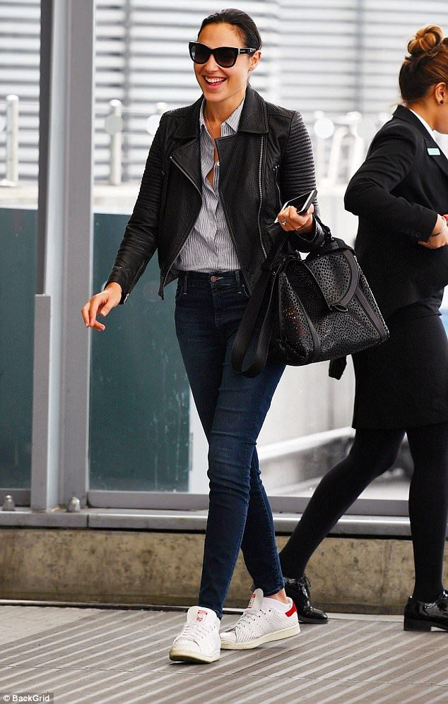 Wonder Woman S Gal Gadot Touches Down In Uk Airport
