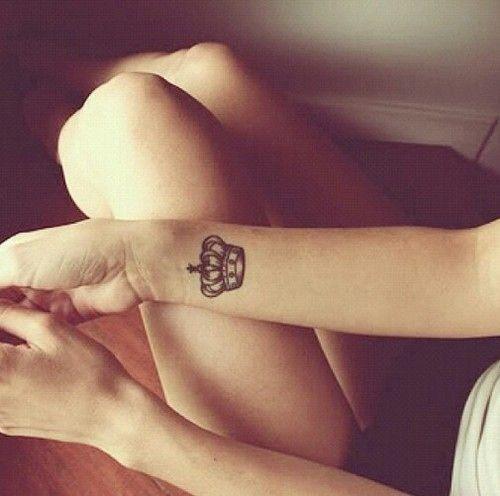 Corona Tatuajes De Mano Tatuajes Tatuajes Hipster Tatuaje De