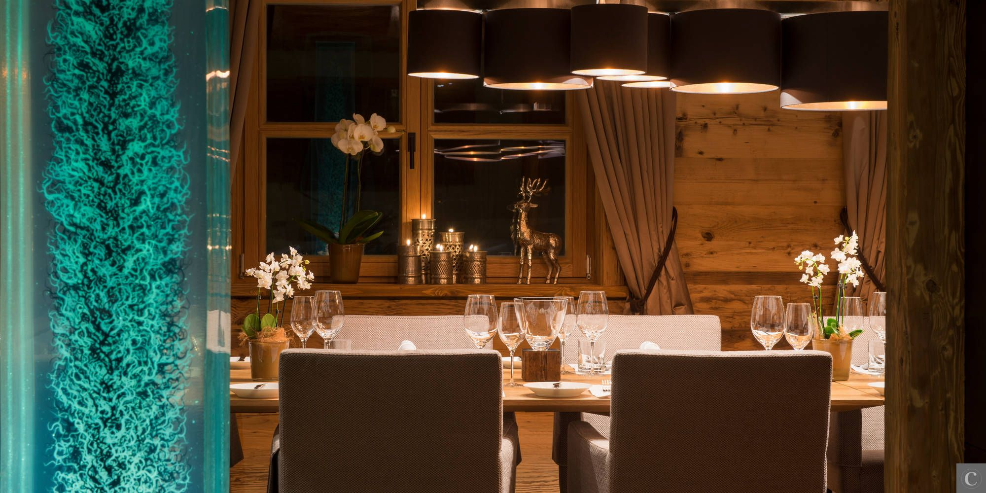 A promise of a welcoming Christmas time... Discover the Chalet Überhaus with www.lecollectionist.com