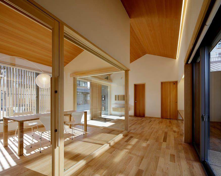 伊賀上野の家 事務所玄関 モダンスタイルの 玄関 廊下 階段 の 株式