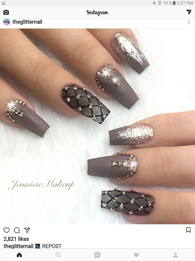 The pointer fingers! And studs of course! - Nagelideeën | Pinterest ...