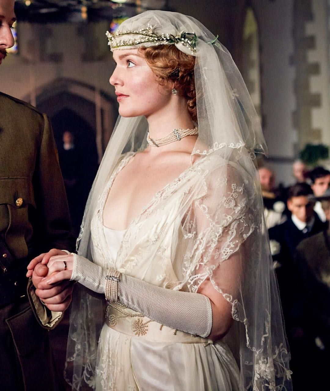 Lady Chatterley S Lover How Stunning Is Holliday Grainger Here This Is One Of My Favourite Period Drama Wedding Dresse Peliculas De Epoca Bodas Moda