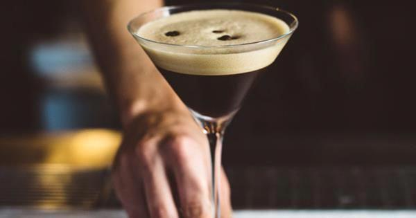An espresso martini recipe to make your own espresso martini at home. #icedcoffee #espressoathome An espresso martini recipe to make your own espresso martini at home. #icedcoffee #espressoathome