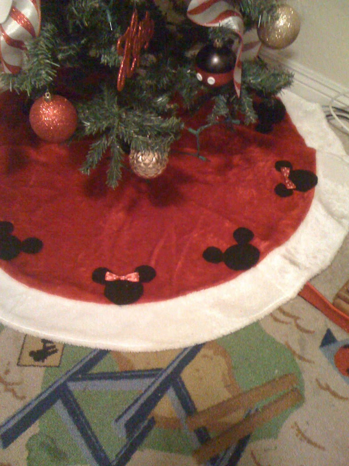 Elegant Christmas Mickey And Minnie Mouse Tree Skirt Tutorial