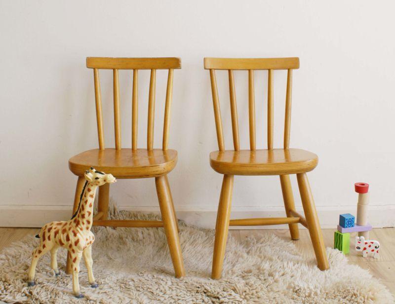 Verwonderlijk Set van 2 houten vintage spijlenstoeltje. Retro kinderstoel CZ-22