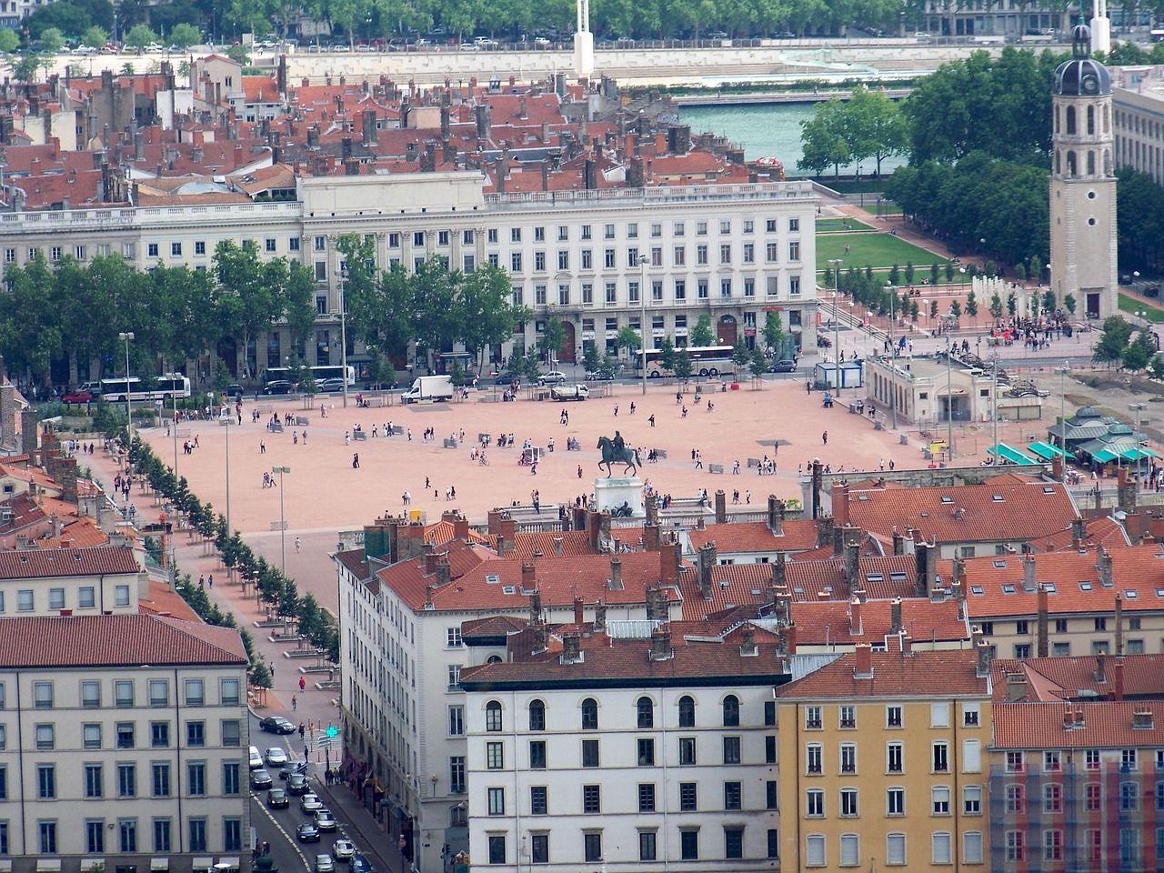 Lyon Bellecour Place Photo Gratuite Sur Pixabay Lyon Tourisme Weekend France Tourisme En France