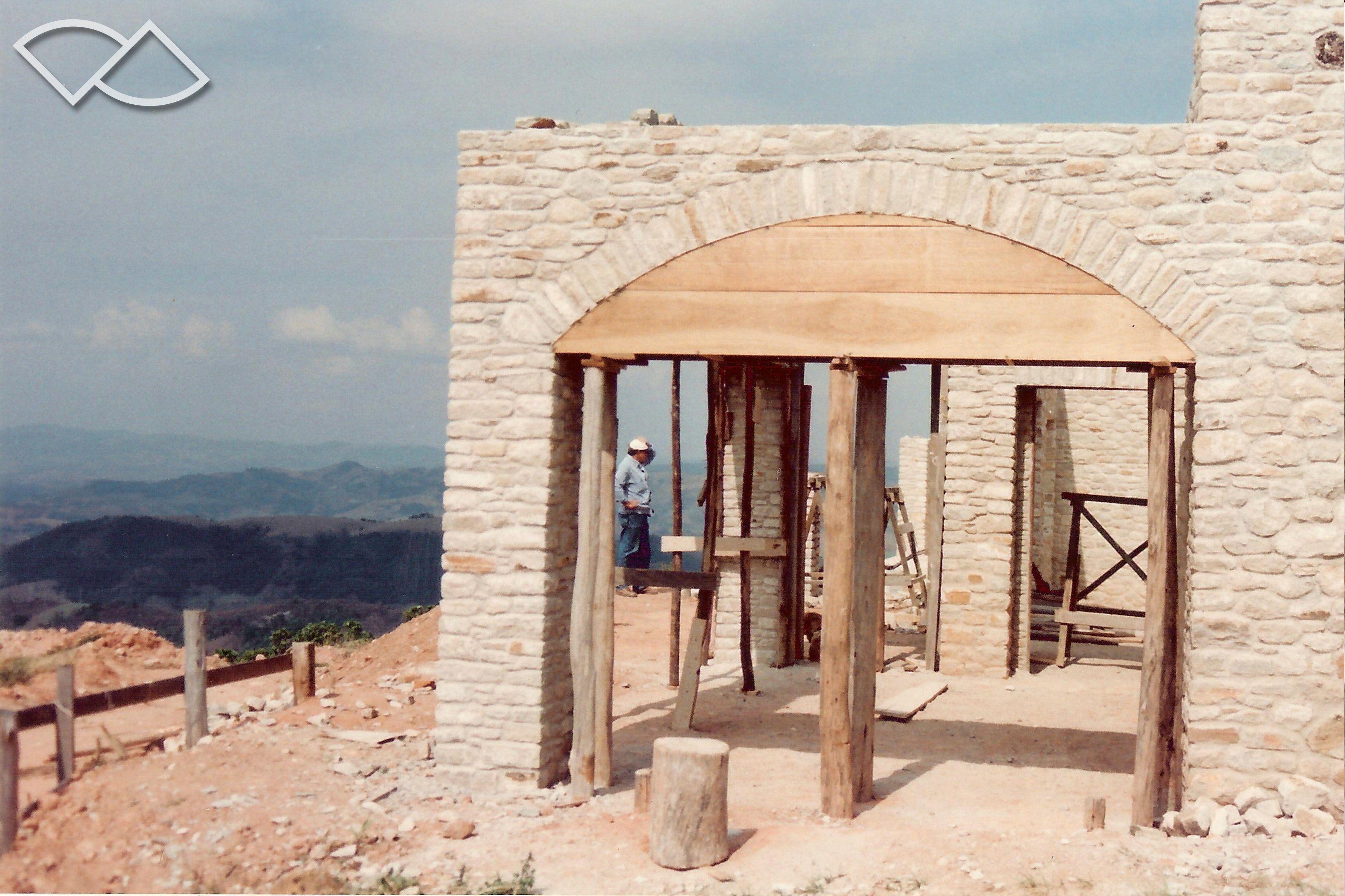 Projeto: Tikkanen Arquitetura / Residência / Etapas da construção em cantaria.