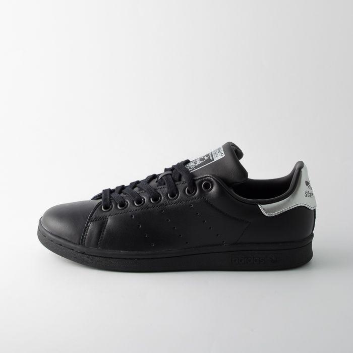 Pin su Sneakers e scarpe