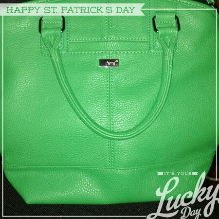 Love my green gatsby Paris for St. Patty's Day ☺