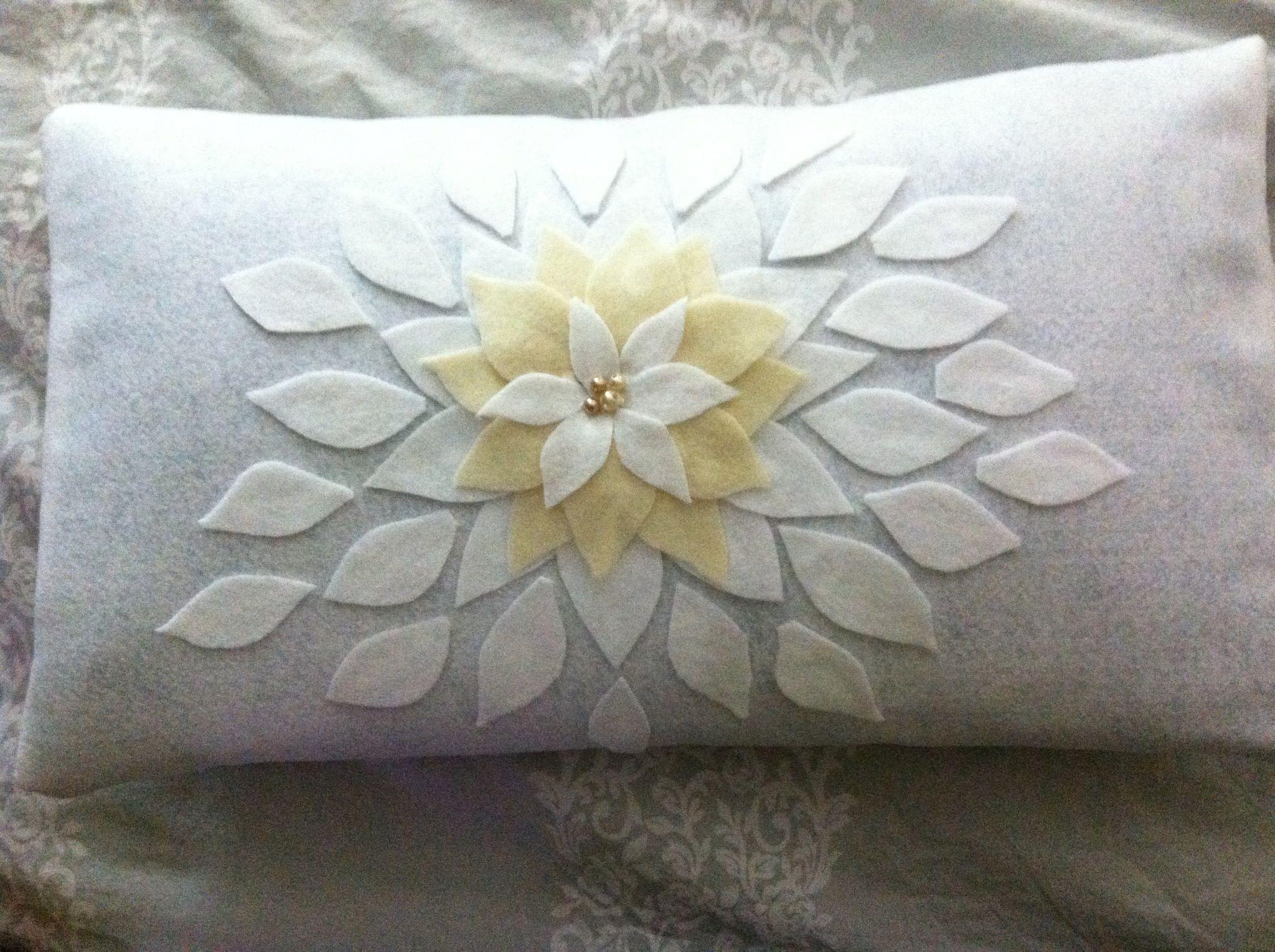 DIY felt cushion cover with poinsettias. Crafts I made ...