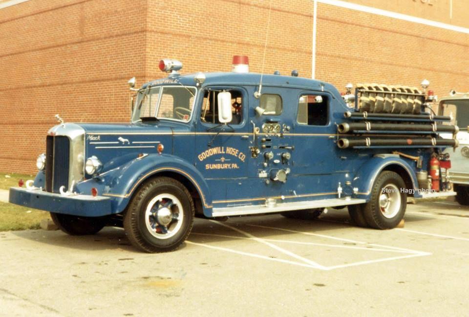 1941 American LaFrance MM Ladder.... | Vintage Fire Engines ...