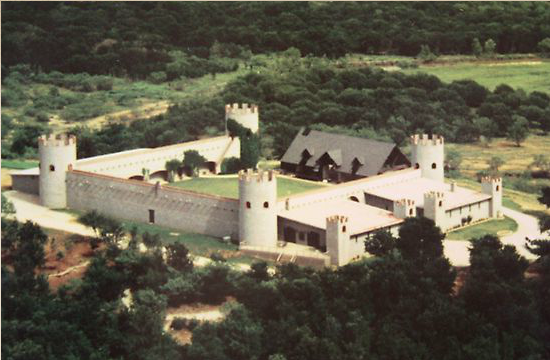 Greystone Castle In Texas Greystone Castle Sporting Club In Texas Hunting Lodge Details Castle Vacation Spots Hunting Lodge
