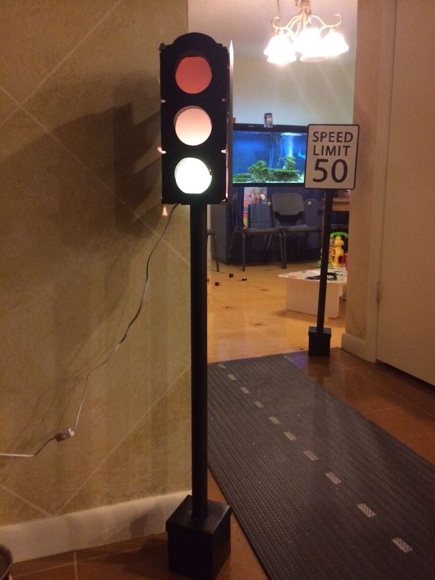 Diy Traffic Light For Cars Party Traffic Light Party Traffic Light Diy Props