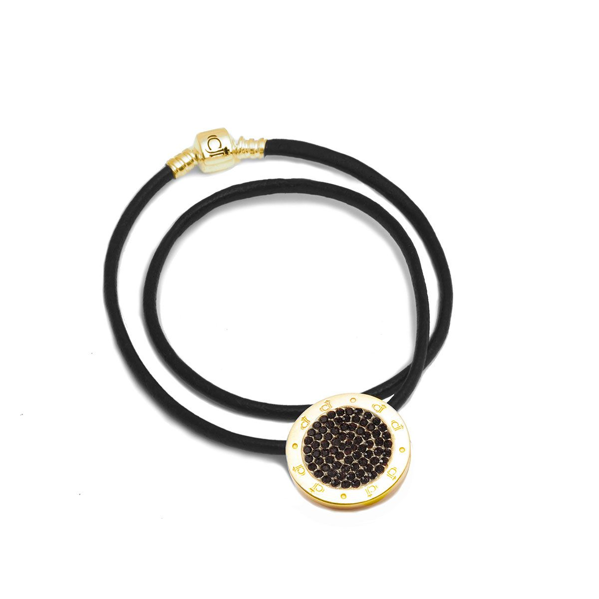 The CJ Golden Charm Leather Necklace Jet Black Allure alludes femininity, style and elegance. Wear it at work, at the office, or out on the town and make a statement! TheCJ Golden Charm Leather Necklace Jet Black Allure comes with a black leather chain with a .925 sterling silver gold tone clasp