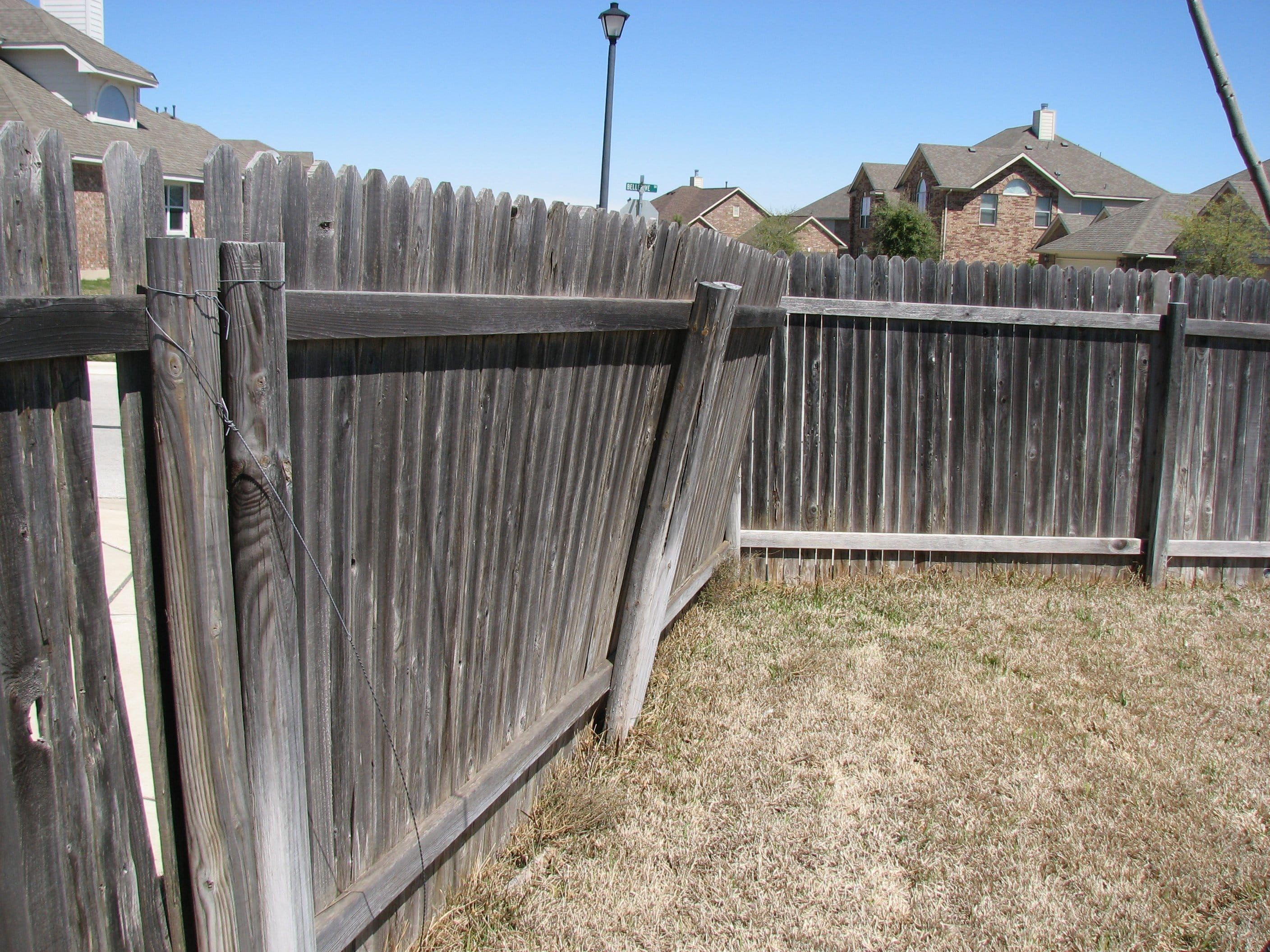 Best Cost Of Replacing A Fence Di 2020 400 x 300