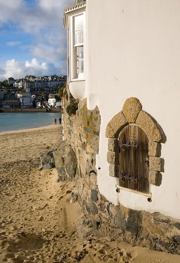 The Quay House And St Ives Harbour Beach Beautiful Places In England Castles To Visit St Ives