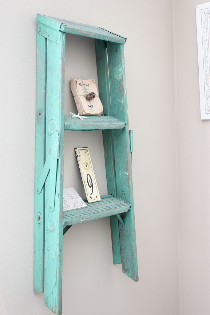 An Old Ladder Turned Wall Display Shelf With Images Old Ladder Repurposed Ladders