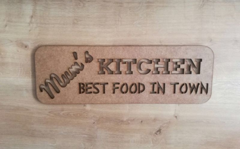 Buchstaben Schriftzuge Schriftzug Mum S Kitchen Ein Designerstuck Von Knuts Laser Art Bei Dawanda Kuchenschilder Schriftzug Etsy