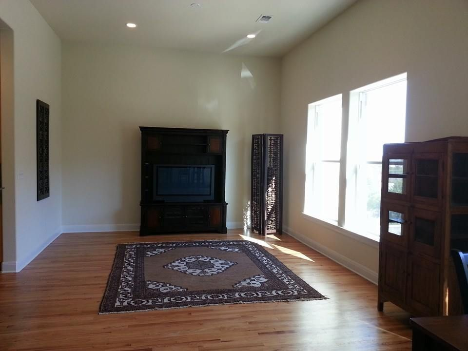 Living with 12 ft. ceilings, recessed lighting, & hardwood