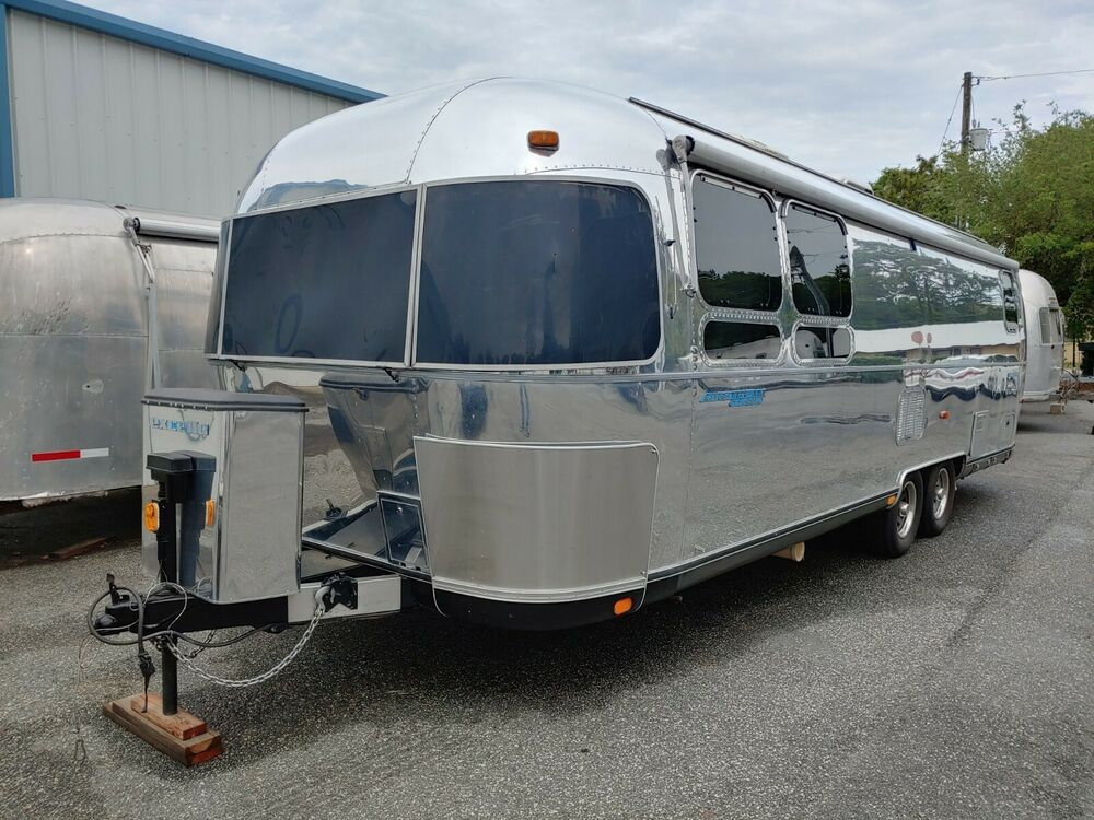 AIRSTREAM 199728ft.CLASSIC RBEDCTR BATH BEAUTIFUL COND