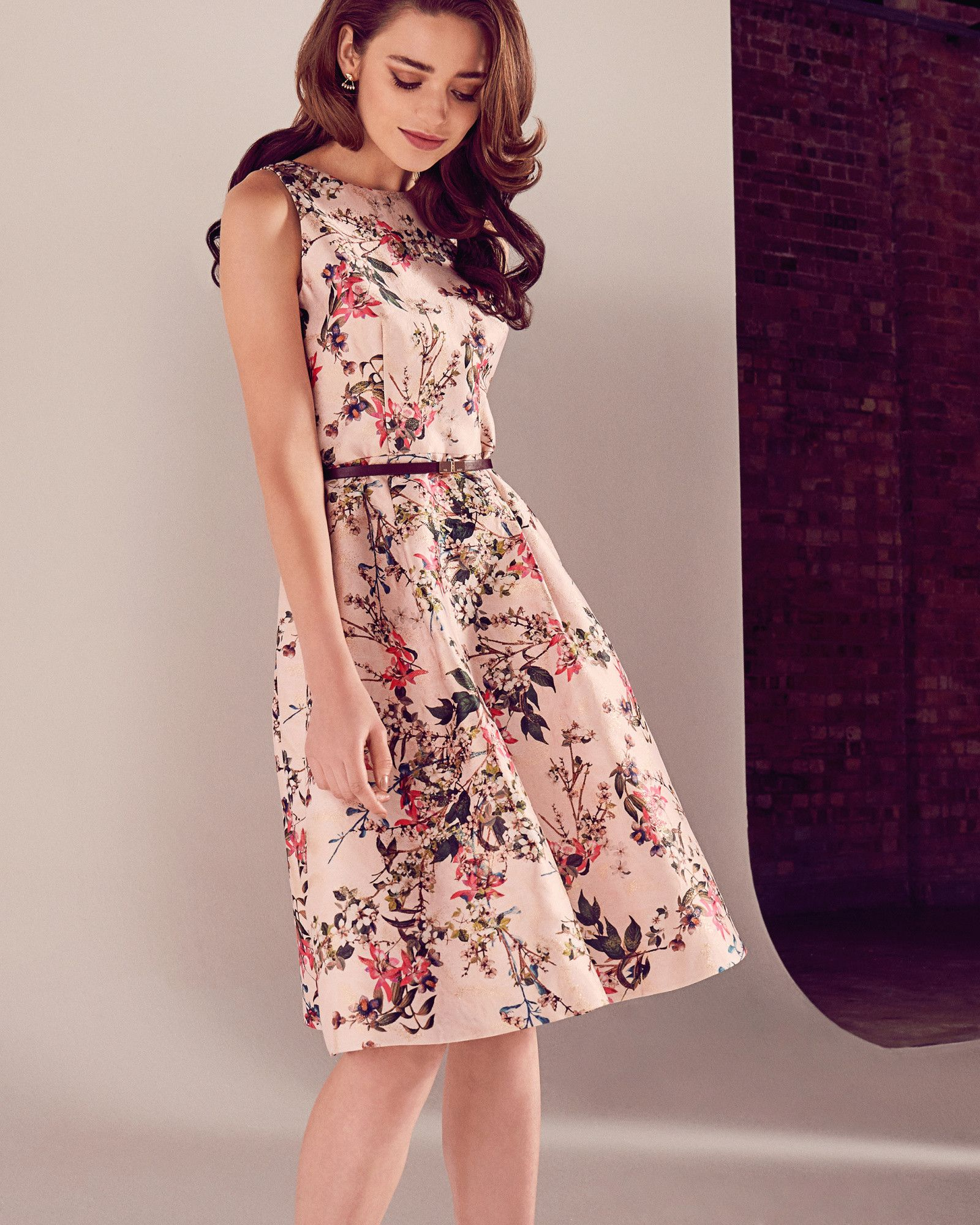 dd76b193726a53 Blossom Jacquard-Kleid mit weitem Rock - Mittelpink