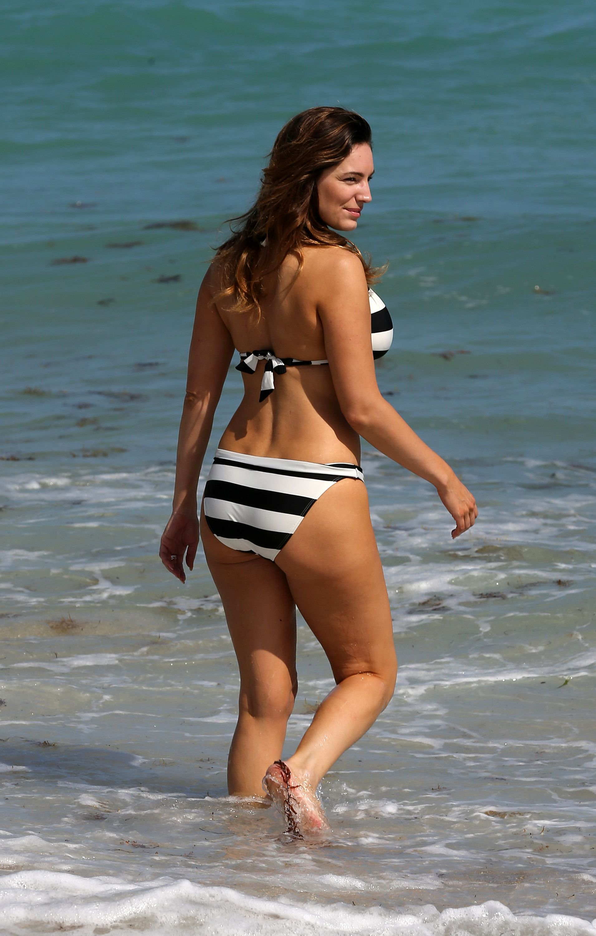 Kelly Brook  Bikini Miami Beach 0045