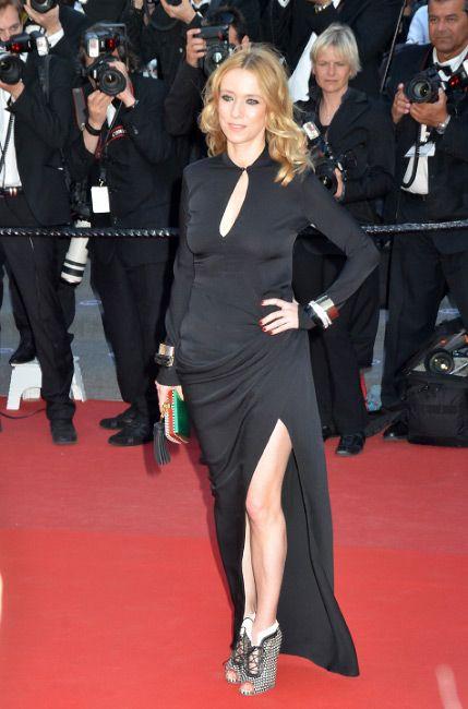 Léa Drucker ha indossato lo stivaletto Menphis e la clutch Minaudière   della collezione Sergio Rossi Spring – Summer 2013