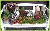 Große Gartenbank dekoriert für die schönsten Weihnachten dekorativer Hauseingang